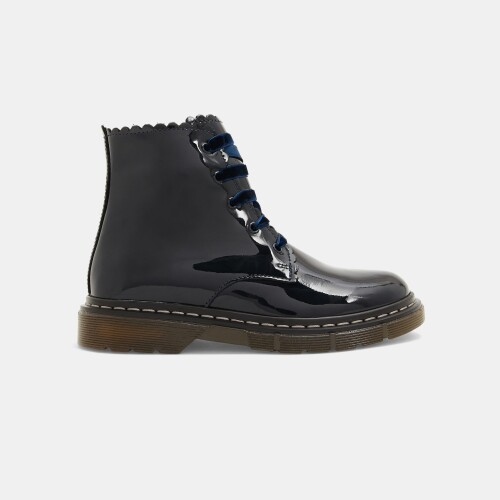 Girl patent leather boots